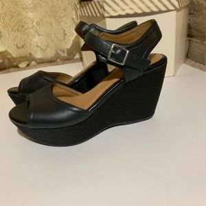 Clark's artisan black wedges
